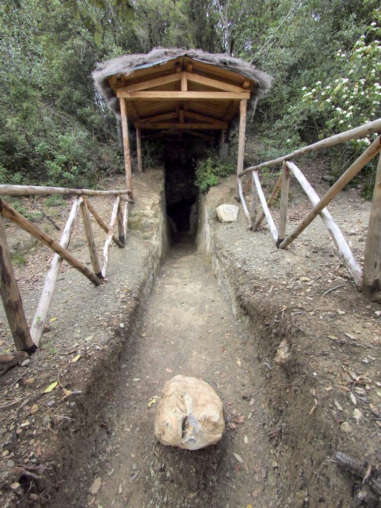 Casenovole, Tomba del Tasso